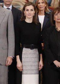 Letizia Ortiz estrena falda campana de Hugo Boss para celebrar el 60º aniversario de TVE