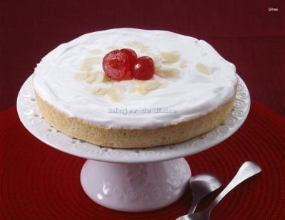 Tarta de almendras y merengue