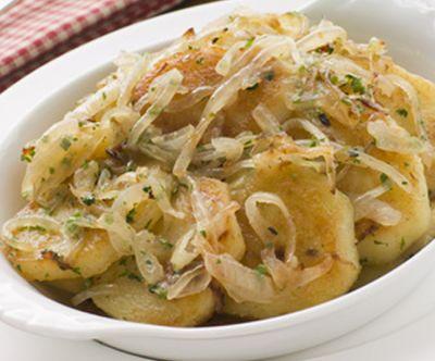 Patatas encebolladas