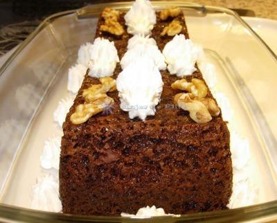 Pastel brownie de chocolate negro y frutos secos