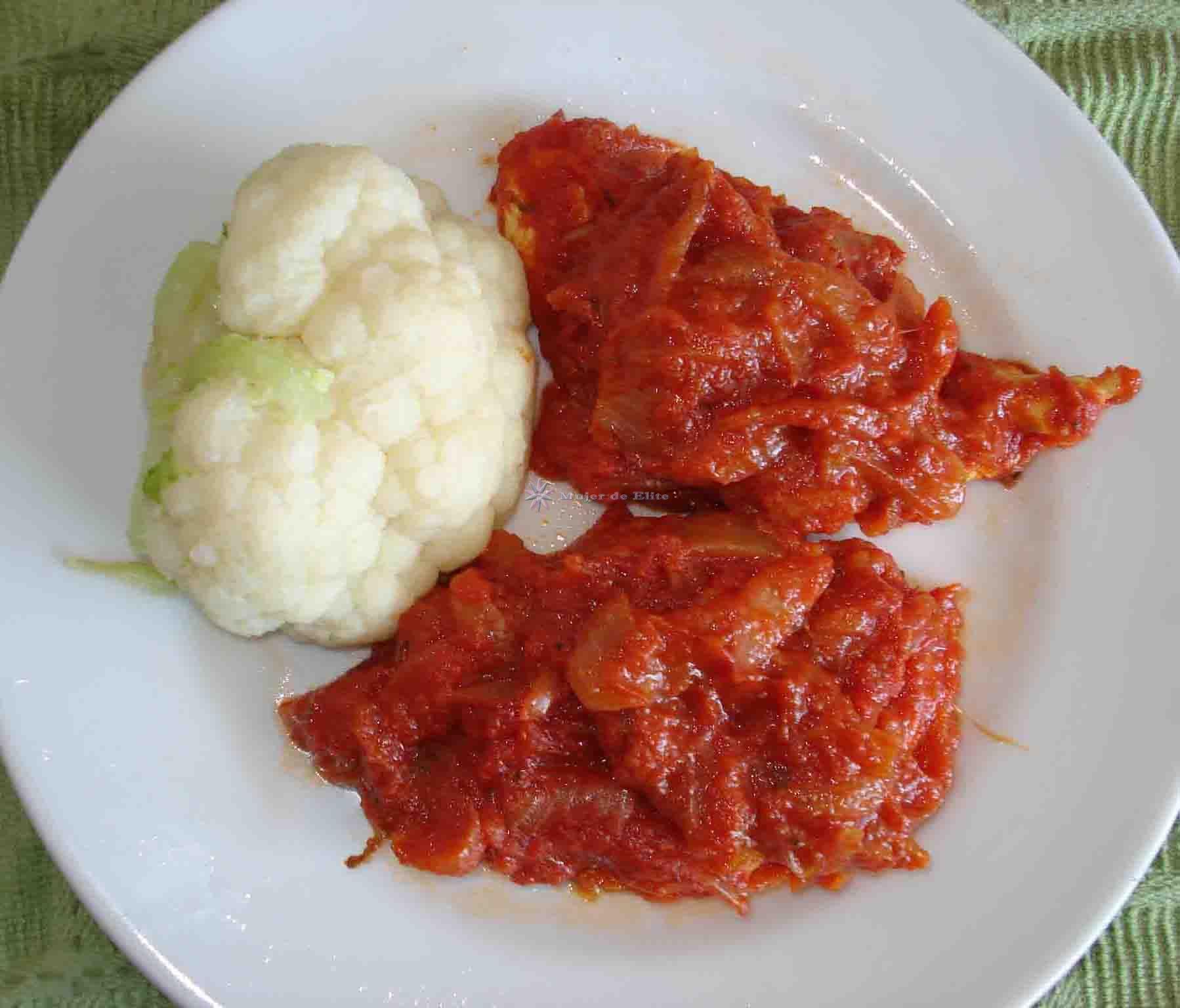 Pechuguitas de pollo con tomate y cebolla
