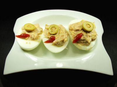 Huevos rellenos de pasta de anchoas