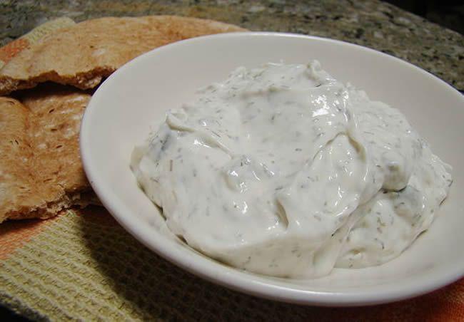 Salsa de yogur al aroma de menta
