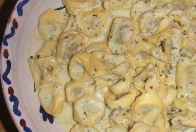 Tortellini con salsa cuatro quesos