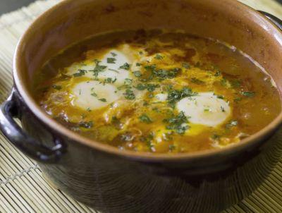 Sopa con huevo poché