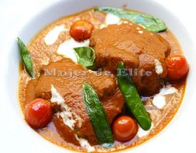 Carrilleras guisadas al curry rojo