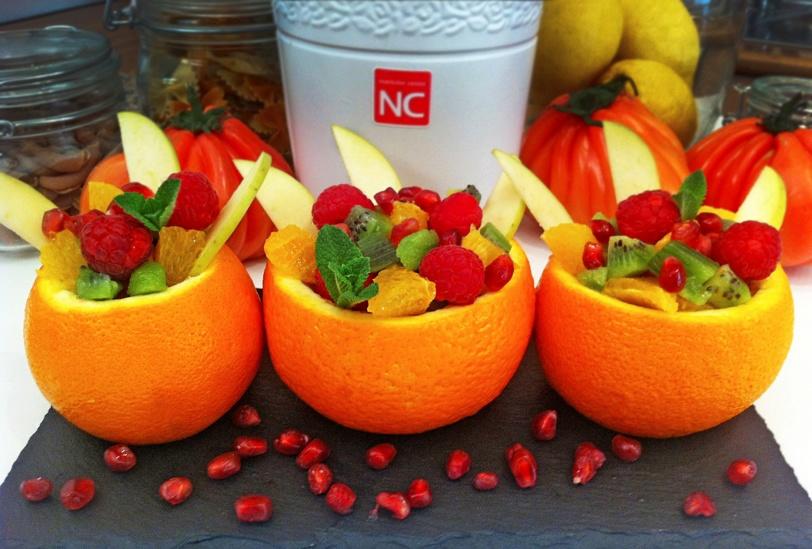 Naranjas rellenas de frutas a la menta