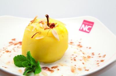 Postre de manzana con yogur y almendra bajo en calorías