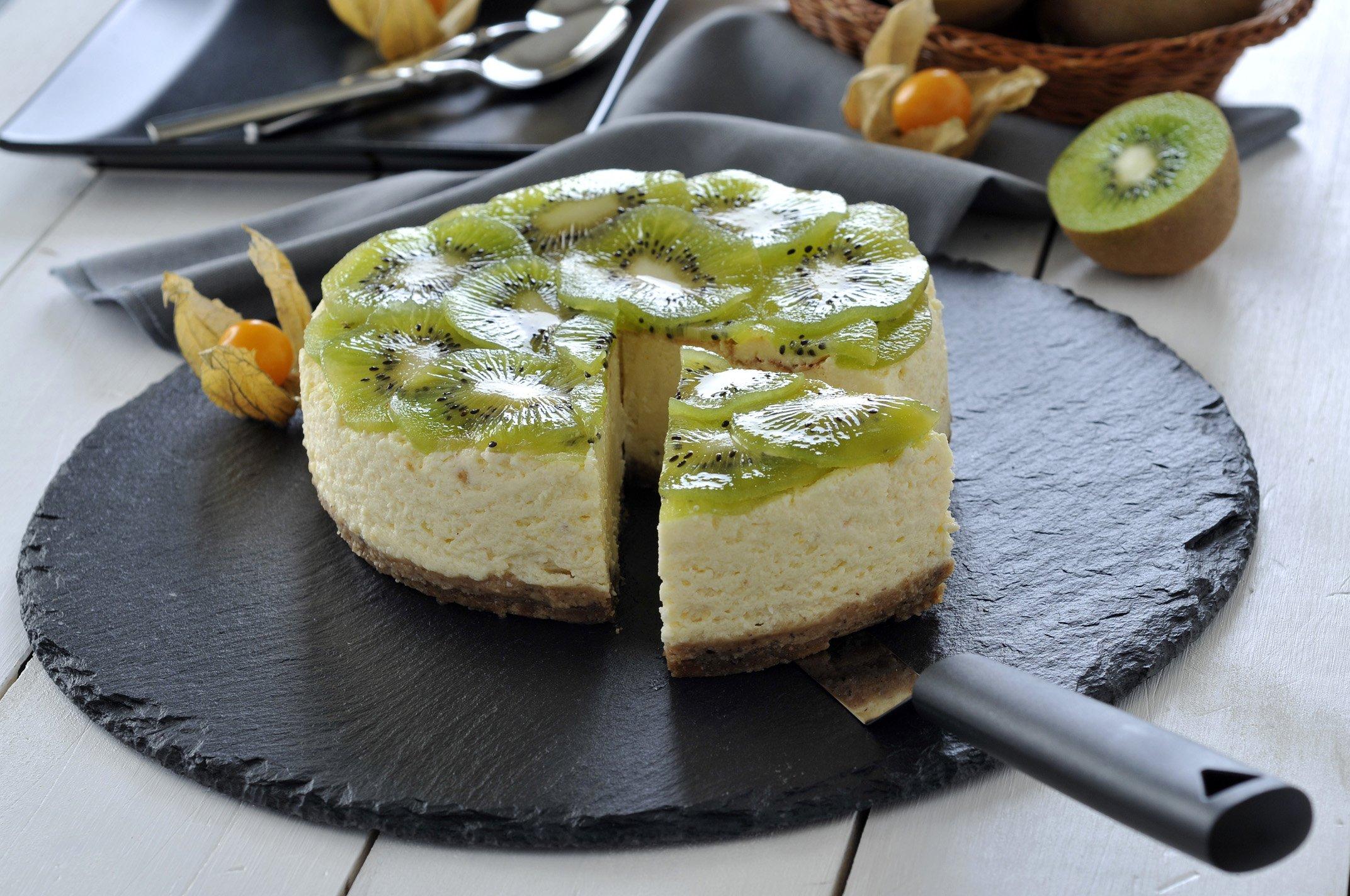 Tarta integral de queso con kiwi