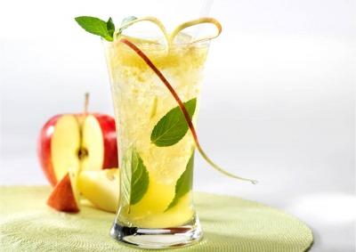 Cóctel de manzana depurativo y energético