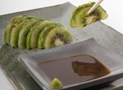 Sashimi de aguacate y kiwi