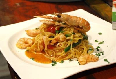Espaguetis con marisco (frutti di mare)