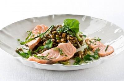 Ensalada de lentejas con salmón fresco