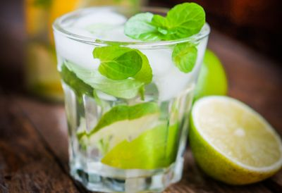Agua detox de lima y pepino