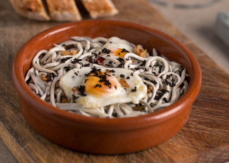 Gulas Con Trufa Y Huevos De Codorniz