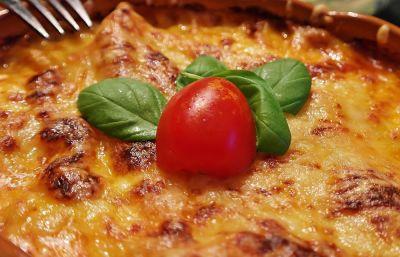 Gratinado de calabacín con bacon, queso y tomate