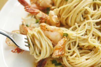 Espaguetis con sepia y gambas