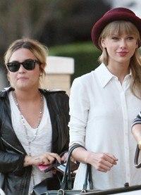 Taylor Swift y Demi Lovato disfrutan juntas de un divertido día de compras