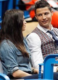 Cristiano Ronaldo e Irina Shayk hacen las paces en un partido de baloncesto