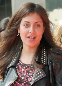 Hiba Abouk sin maquillaje, con más pecho y menos caderas, el centro de atención en Málaga