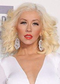 ¿Quieres recuperar el brillo de tu pelo? ¡Utiliza polvos de talco como Christina Aguilera!