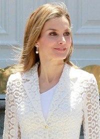 Letizia Ortiz brilla en blanco y transparencias en el almuerzo en honor del presidente de México
