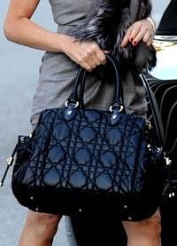 Llevar bolso puede poner en riesgo tu salud ¿cómo evitarlo?