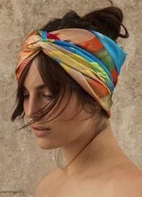 Formas de ponerte un pañuelo en primavera y verano en imágenes