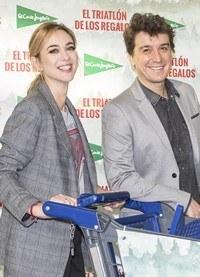 Marta Hazas y Javier Veiga a la caza de los regalos de Navidad