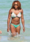 Serena Williams luce abdominales en las playas de Florida